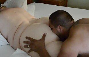उसने युवक के छेद के माध्यम से सेक्सी वीडियो का मूवी एक पेड़ लगाया ।