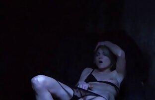 गोरा उसके प्रेमी पर सेक्सी हिंदी मूवी वीडियो में हावी है ।