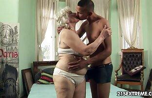 नर्स ने अपने प्रेमी को सेक्सी मूवी फिल्म हिंदी में सहलाया।