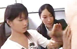 महिलाओं ने टोपी से उसका चेहरा पकड़ कामसूत्र सेक्सी वीडियो मूवी लिया ।
