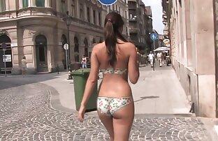 सड़क पर चलना, और सेक्सी वीडियो हिंदी मूवी स्तन दिखाना।