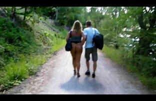 परिपक्व लोग एक आदमी को हल करने में मदद करने की कोशिश आम्रपाली की सेक्सी मूवी कर रहे हैं ।